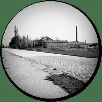 Schwarz-Weiß-Aufnahme der thermochemischen Fabrik der Stadt Wien in Kaiserebersdorf. © Wiener Stadt- und Landesarchiv
