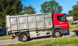 Das Bild zeigt einen Lkw mit Spezialaufsatz der ebswien kläranlage & tierservice, Abteilung Tierservice. Er ist zur Abholung von Abfällen tierischer Herkunft geeignet. © Christian Houdek